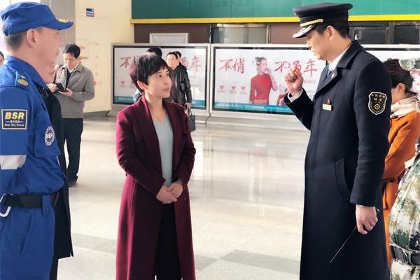 市委常委、宣传部长马娜看望慰问春运志愿者市代高中广安图片