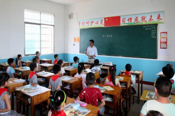 高中就是他的家--记南丹汨罗市扎根村小42年广西岳阳村小图片