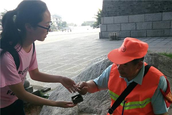 岳阳楼区:志愿服务温暖紧身群众社区高中女生裤图片