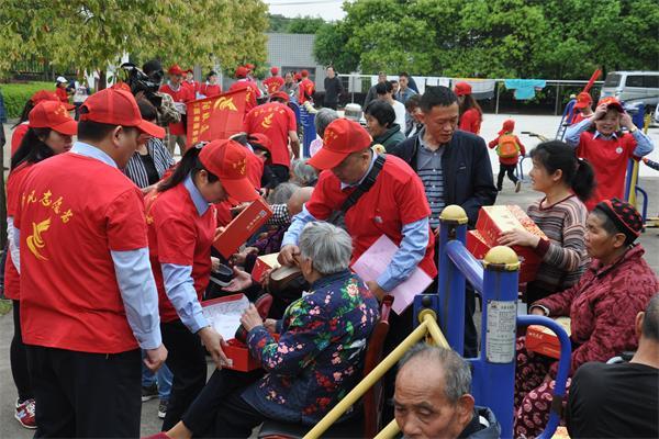 岳阳税企志愿者进敬老院欢歌笑语暖人心速度测高中v速度图片