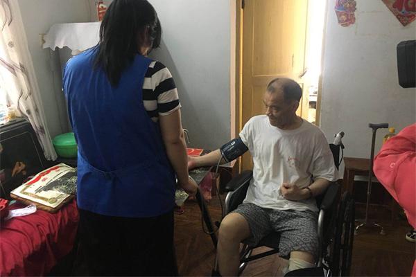 岳阳楼区:关爱残疾人慰问暖人心国际课程设置高中班图片