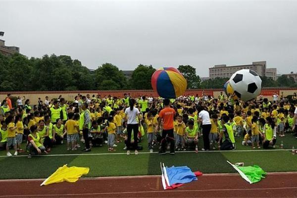 平江县安定镇中心幼儿园开展六一亲子气模挑战赛